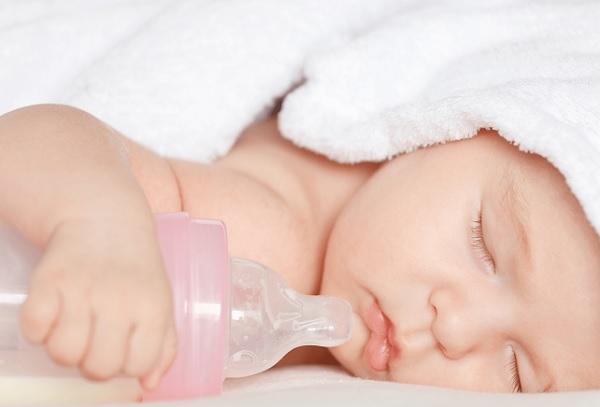 Lý giải tại sao nuôi con bằng sữa mẹ là tốt nhất